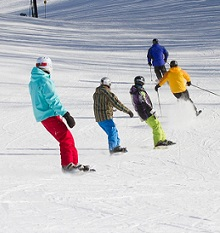 10 Best Ski Resorts Near Chicago for Families!