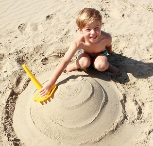 All In One Sand Tool! - KidTrail Find