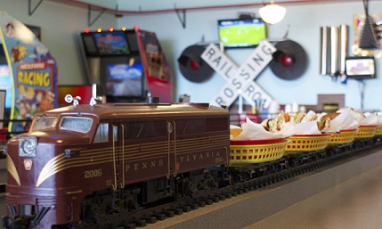 8 Train & Plane Restaurants for Kids in Chicago Area - KidTrail Pick