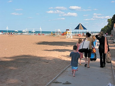 7 Best Beaches for Families in Chicago Area - KidTrail Pick